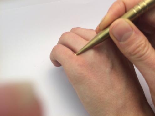Narbenentstörung macht das betroffene Gewebe weicher und bereit für die weiteren Therapiemaßnahmen.
