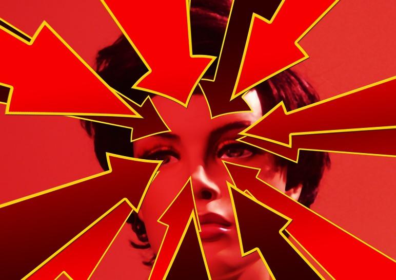 Frauenkopf mit Pfeilen als Symbol für Migräne